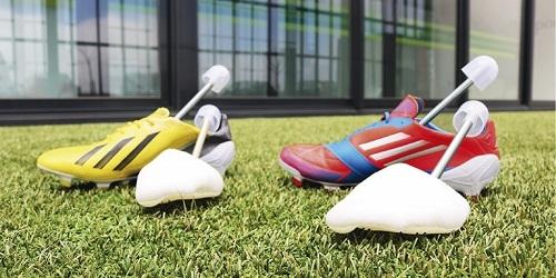 f05636c2f Utilizar hormas para mantener la forma de las botas de fútbol
