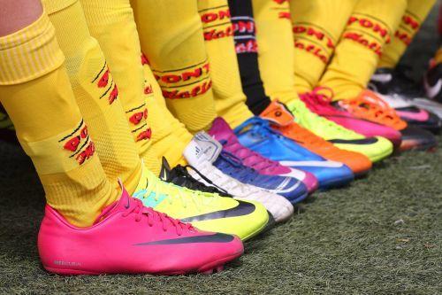 Cómo han evolucionado las botas de fútbol  fd2b9828cd8a7
